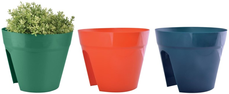 Saddle flower pot 3 colours ass. PP. 30,4x30,4x24,3cm. oq/12,mc/12 Pg.85