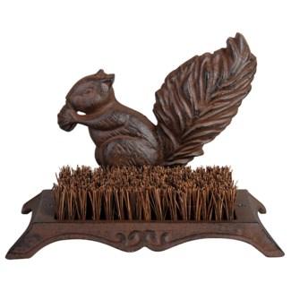 Bootscraper squirrel. Cast iron, coconut fibre. 25,3x15,8x18,4cm. oq/8,mc/8 Pg.46