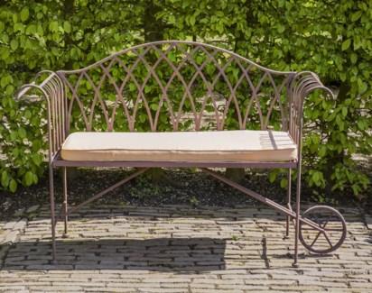 Wheelbarrow bench metal. Metal. 137,8x47,8x88,9cm. oq/1,mc/1 Pg.109 *Cushions not included