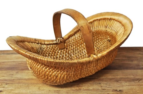 Antique Willow Basket w handle, oval.  14x6x10inch  appx.