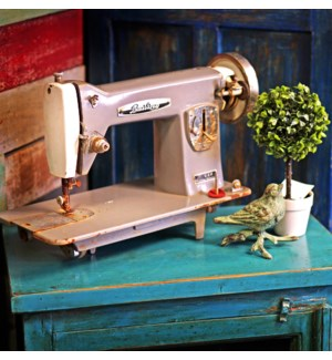 """Sewing Machine,LC"""