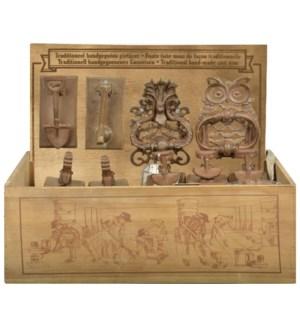 Display crate with doorknocker