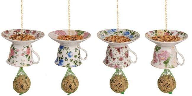 Tea cup with saucer upside down ass. Porcelain, metal. 14,2x14,2x9,8cm. oq/12,mc/12 Pg.15, 136