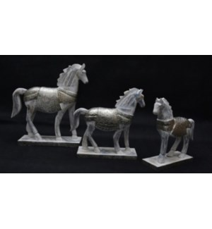 WD WHITE METAL WITH DISTRESSED HORSES