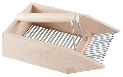 Berry picker. Beech Wood, metal. 14,2x22,3x10,6cm. oq/12,mc/12 Pg.75