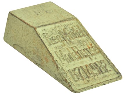 IH doorwedge. Cast iron. 6,5x16,4x4,0cm. oq/12,mc/12 Pg.107