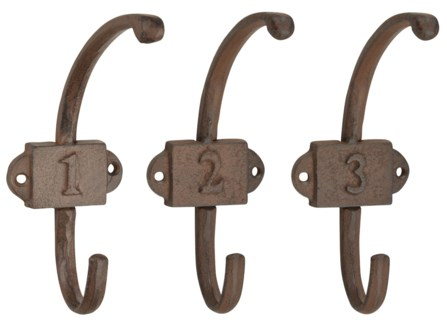 Coat hangers with assorted numbers. Cast iron. 6,8x12,0x16,7cm. oq/12,mc/16 Pg.44