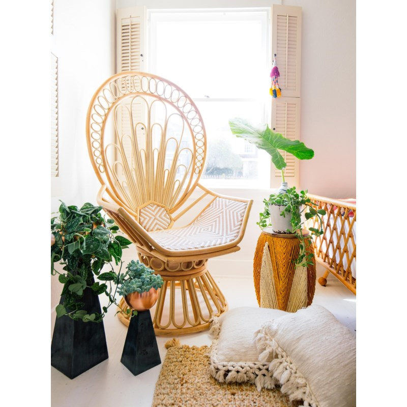 Zahra Peacock Chair in Natural/White