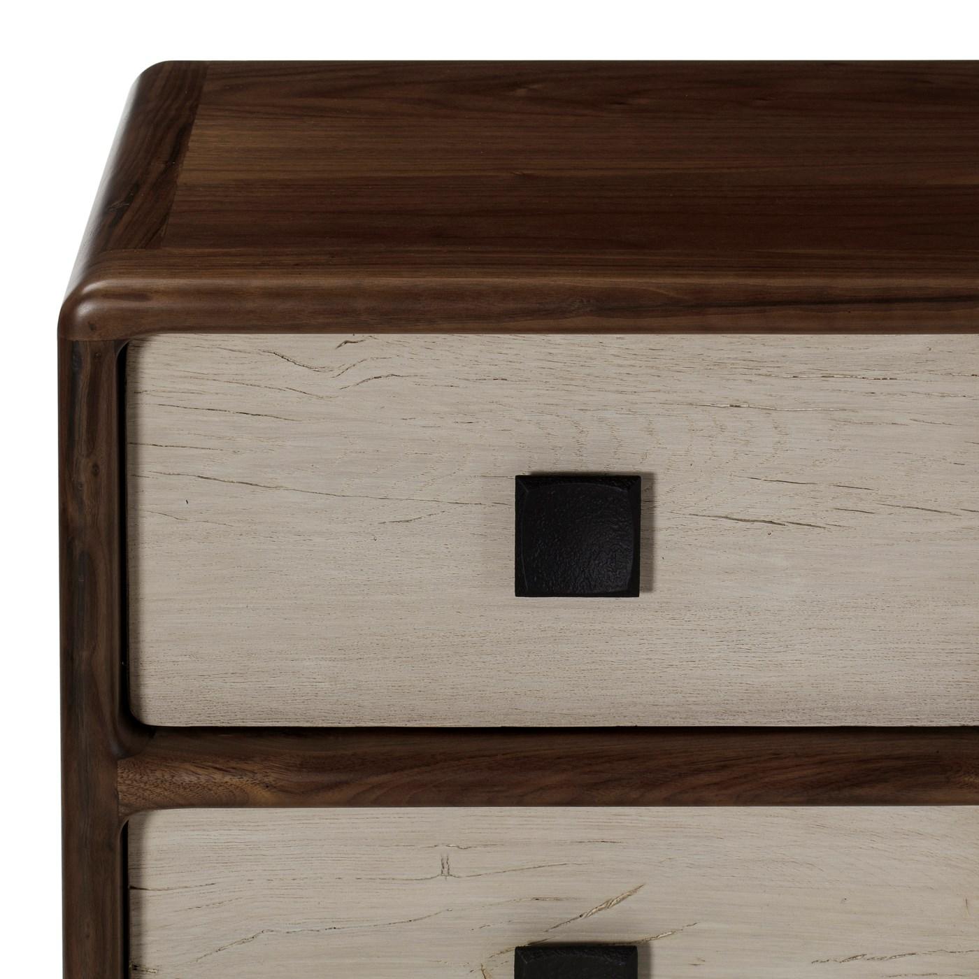 Da Vinci Dresser - 8 Drawer / Light Walnut