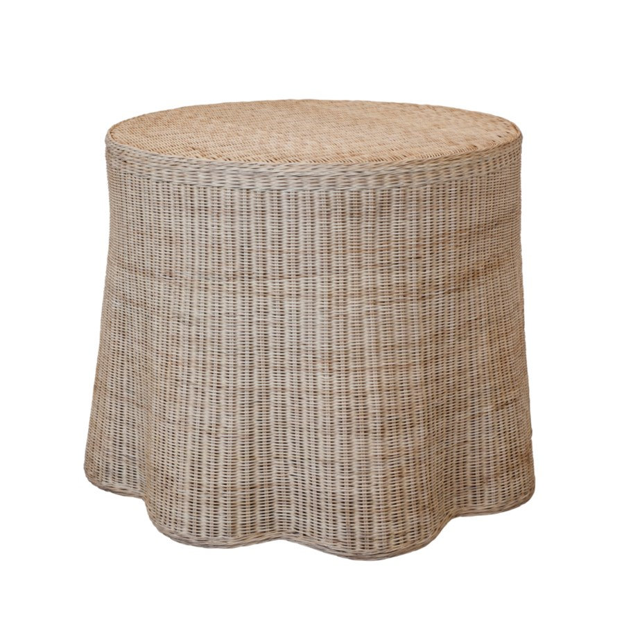 Center Scallop Round Table