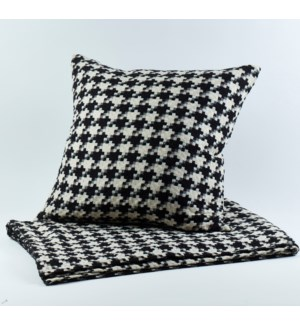 le chic pillow