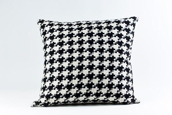 le chic pillow