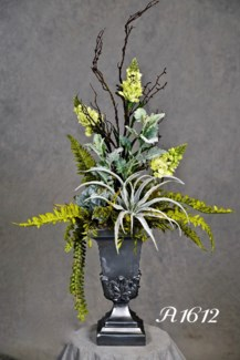 TILLANDSIA, SNAPDRAGON & DUSTY MILLER CENTERPIECE