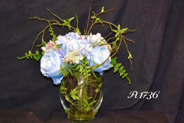 BLUE ROSE & HYDRANGEA IN WATER