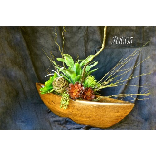 SUCCULENT IN BOAT CENTERPIECE