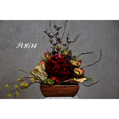 QUEEN FLOWER & PODS CENTERPIECE