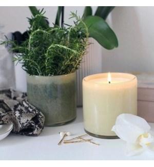 15.5oz Chamomile Lavender Signature Candle � Master Bedroom