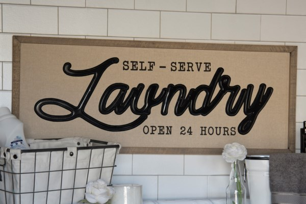 "WD. SIGN ""SELF SERVE LAUNDRY"" (4/cs)"