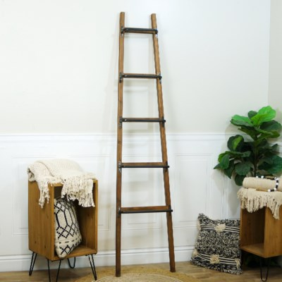 WD. /MTL. LADDER DECOR (1/cs) (Available Feb 2019)