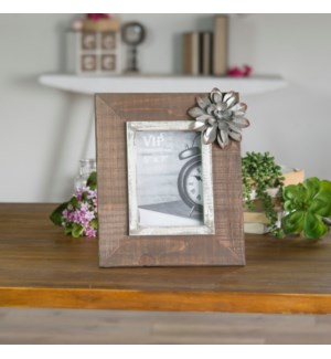 |WD. PICTURE FRAME W/ FLOWER|