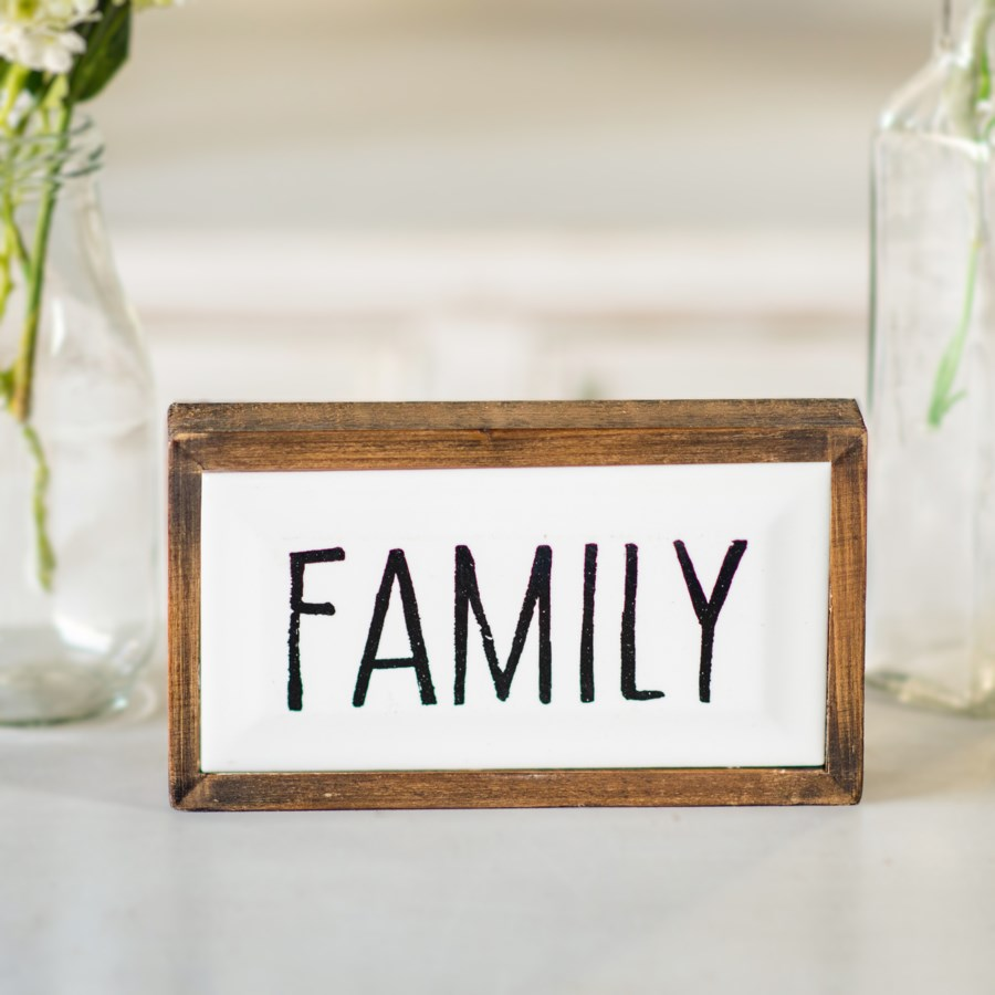 """WD. SIGN """"FAMILY"""""""