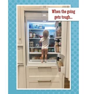 EN/little girl in fridge
