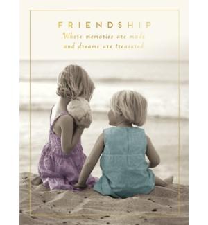 FR/Little girls on the beach