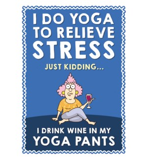 MAGNET/Aunty wears yoga pants